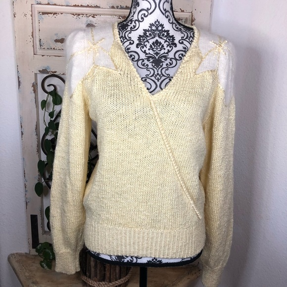 Vintage soft yellow puff sleeve sweater